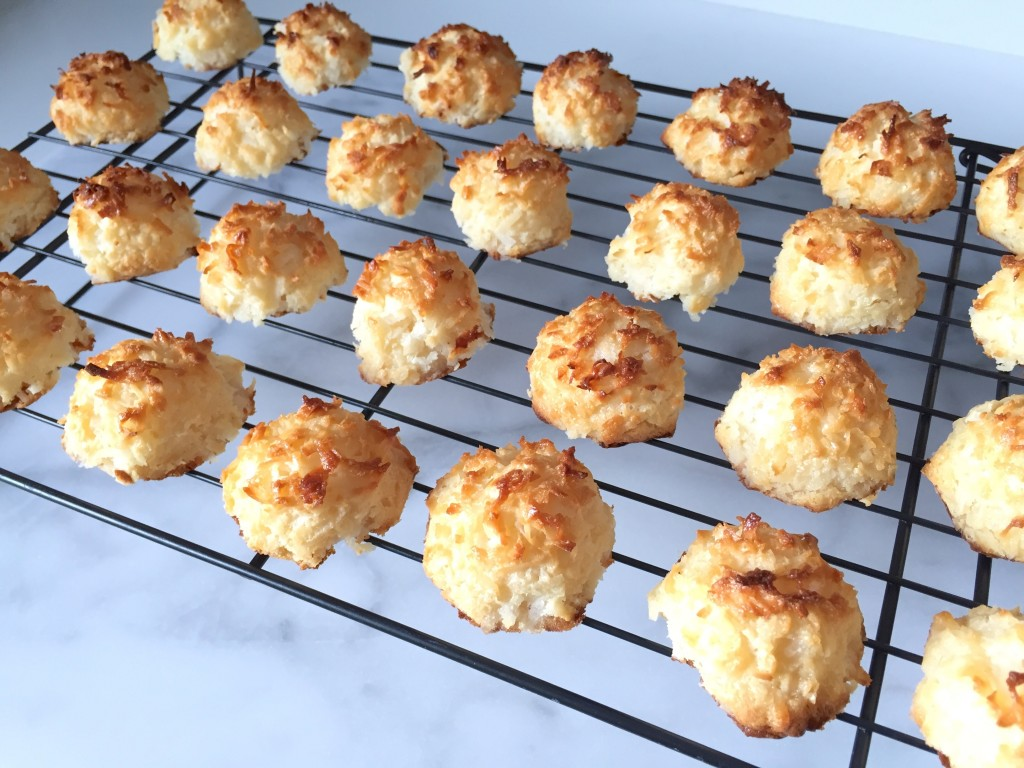 Coconut Macaroons | getinmymouf.com