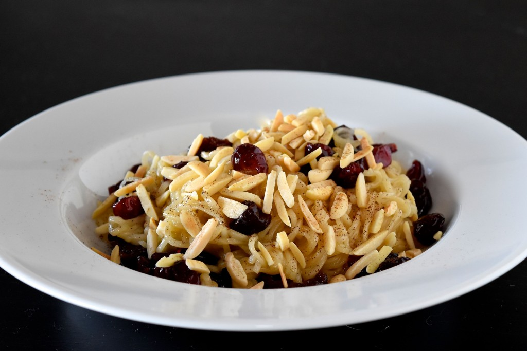 Brown Butter Ramen with Berries & Almonds | getinmymouf.com