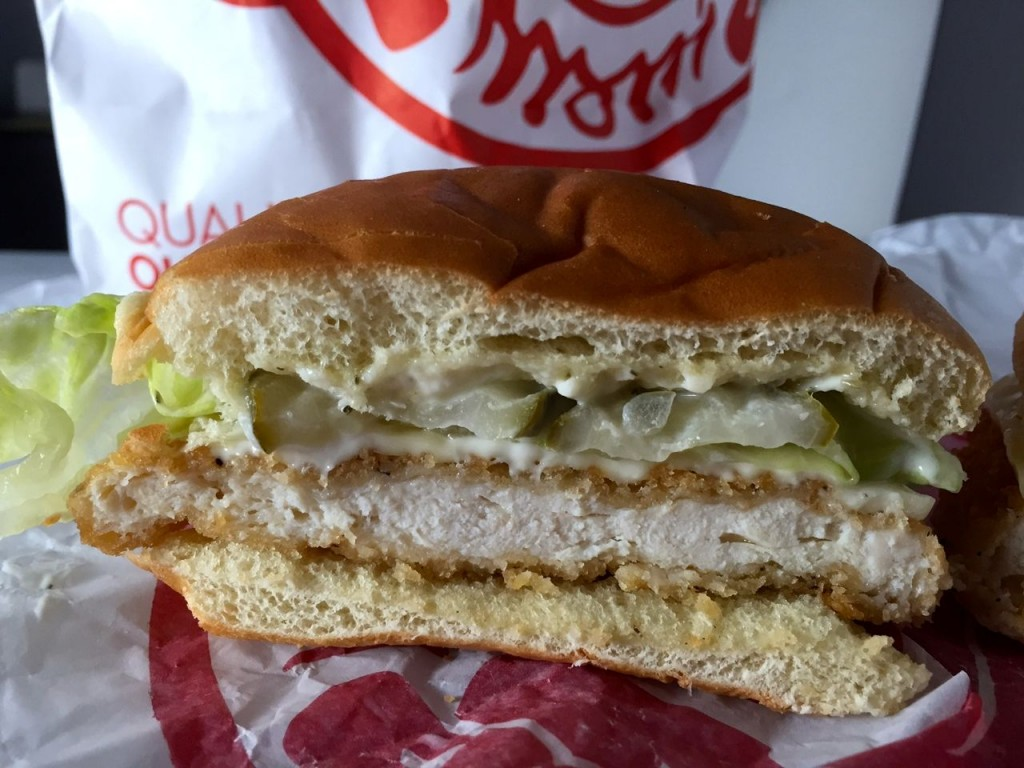 Review wendy s crispy dill chicken sandwich get in my mouf for Wendy s fish sandwich